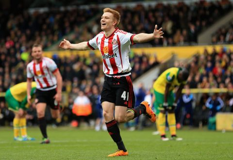 NORWICH, ENGLAND - APRIL 16: Duncan Watmore of Sunderland celebrates scoring his team's third goal during the Barclays Premier League match between Norwich City and Sunderland at Carrow Road on April 16, 2016 in Norwich, England.