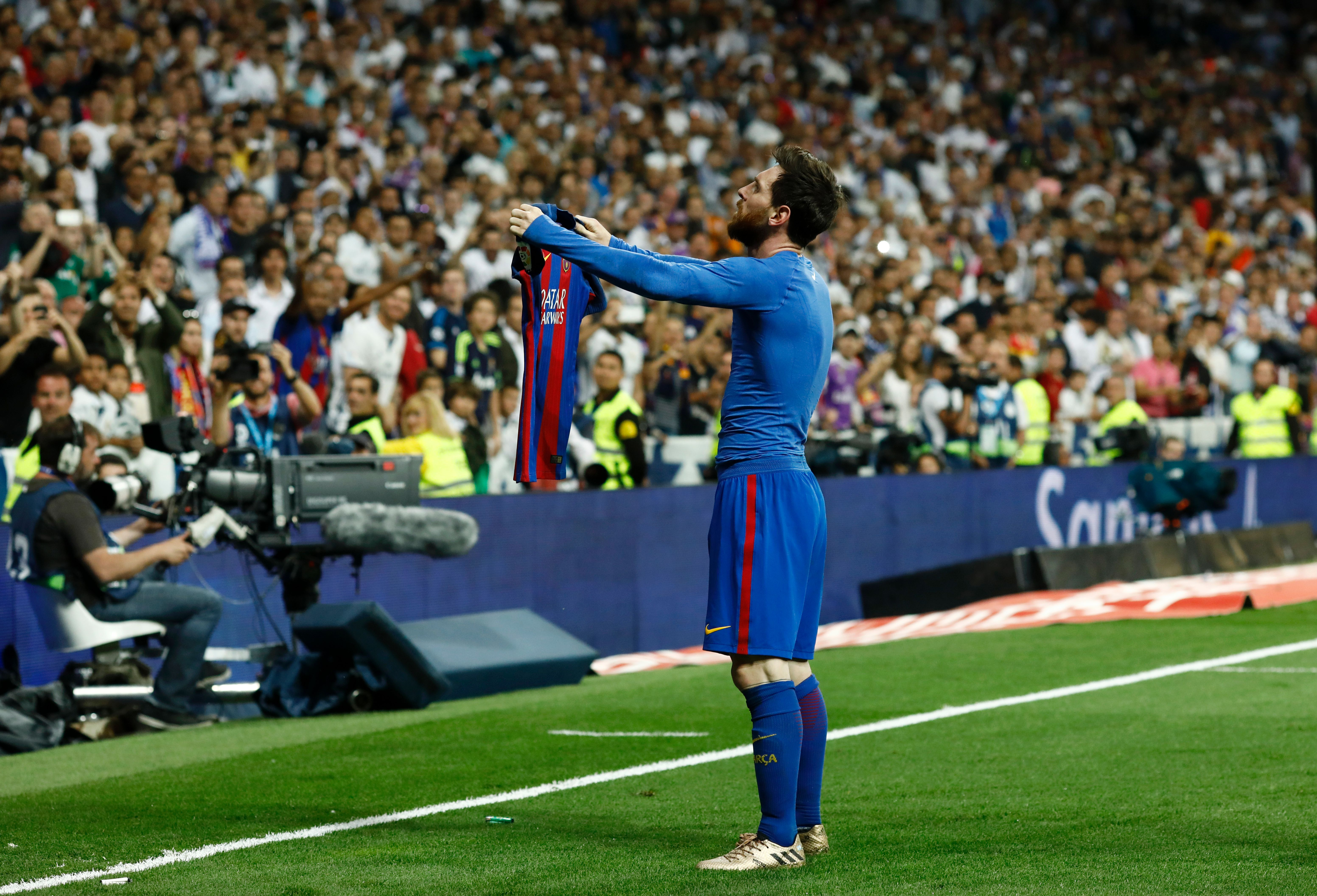 Injury-time Leo Messi strike hands Barcelona El Clasico victory