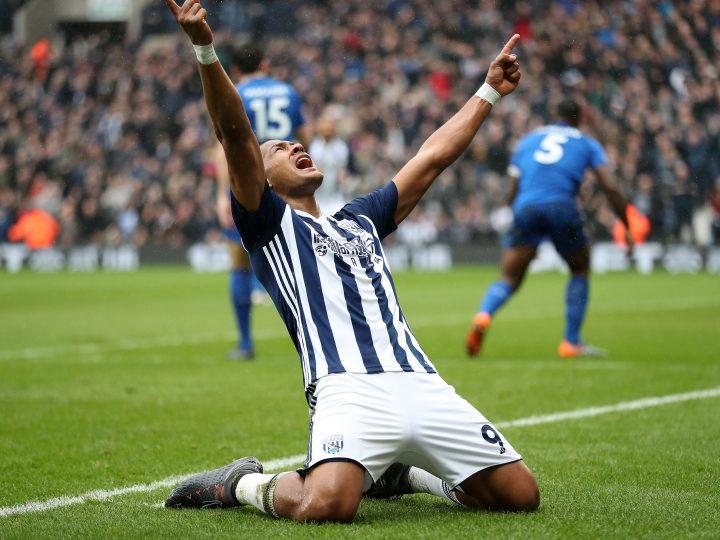 Salomón Rondón celebra con gol su partido número 100 en la Premier League