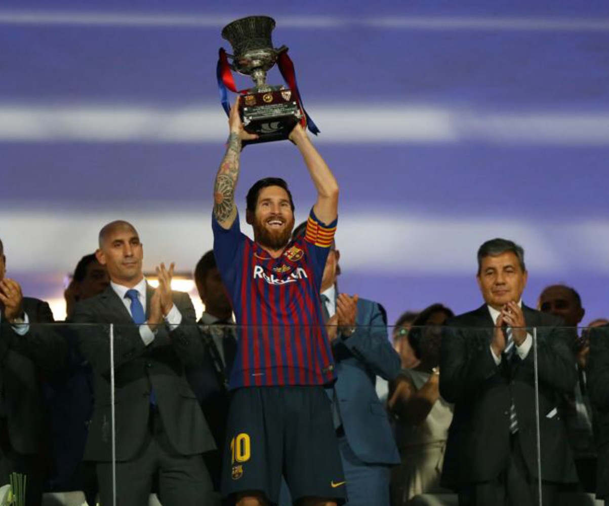 Record-breaking Messi lifts Spanish Super Cup to claim 33rd tittle with Barça