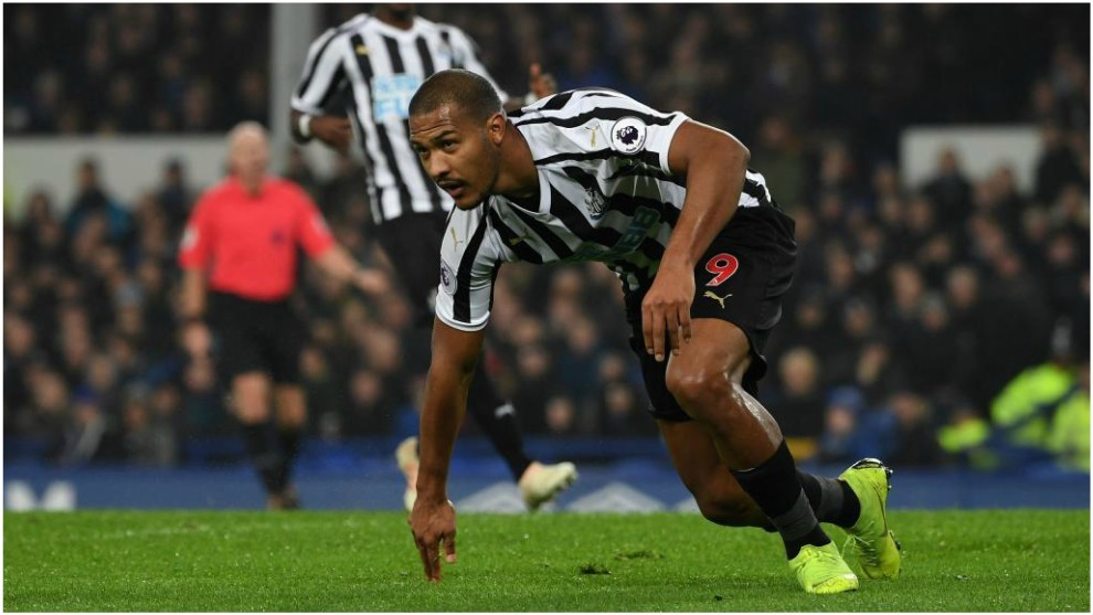 """I'm thriving on the pressure of wearing Shearer's no. 9 at Newcastle"", Rondón reflects on his start to life at St. James' Park"