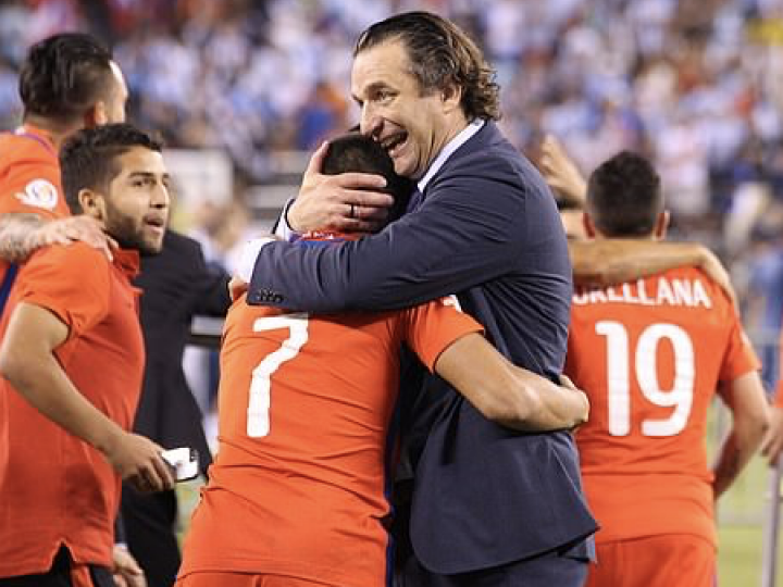 El Daily Mail detalla el proyecto en Arabia Saudí y la conexión con el fútbol inglés de Juan Antonio Pizzi