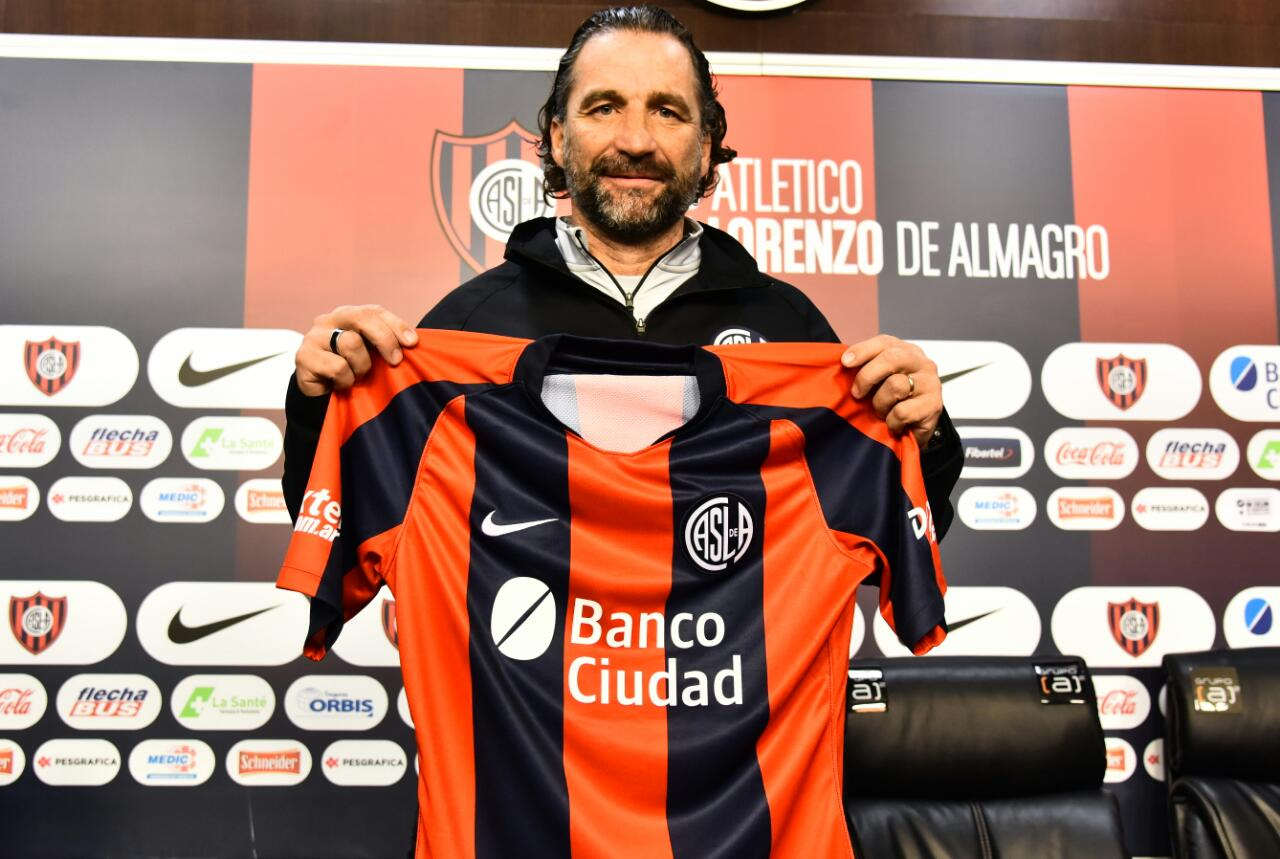 "Juan Antonio Pizzi sets out plans in San Lorenzo unveiling: ""I have the utmost ambition"""