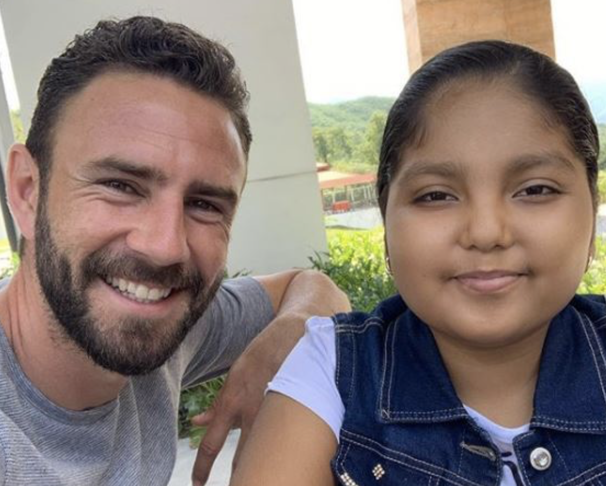 Layún serves as inspiration to young cancer sufferer