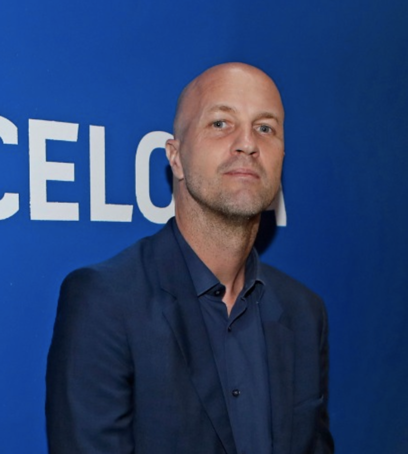 Johan's place: Jordi Cruyff reflects on his dad's legacy in El País prior to opening of statue & stadium