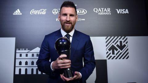 Leo Messi alza el premio The Best y se corona una vez más como el mejor jugador del mundo
