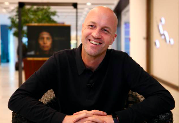 Jordi Cruyff fields questions from six keen junior journalists aged 10-14 in fun interview